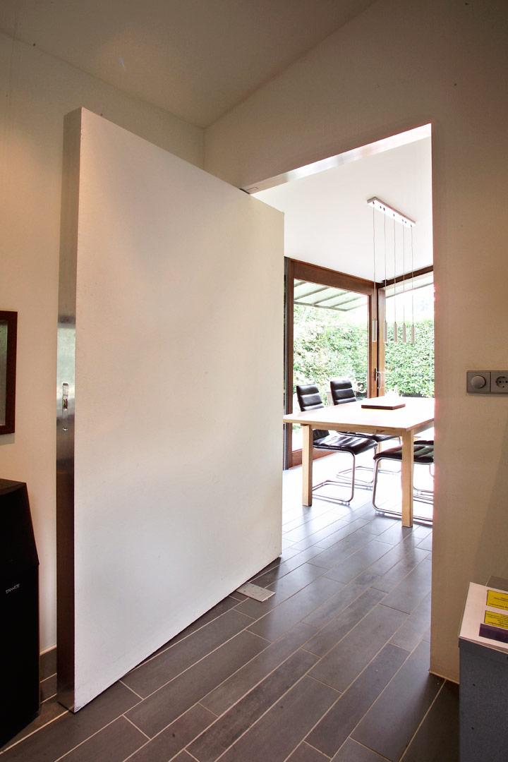Villa extension-interior connection with villa-